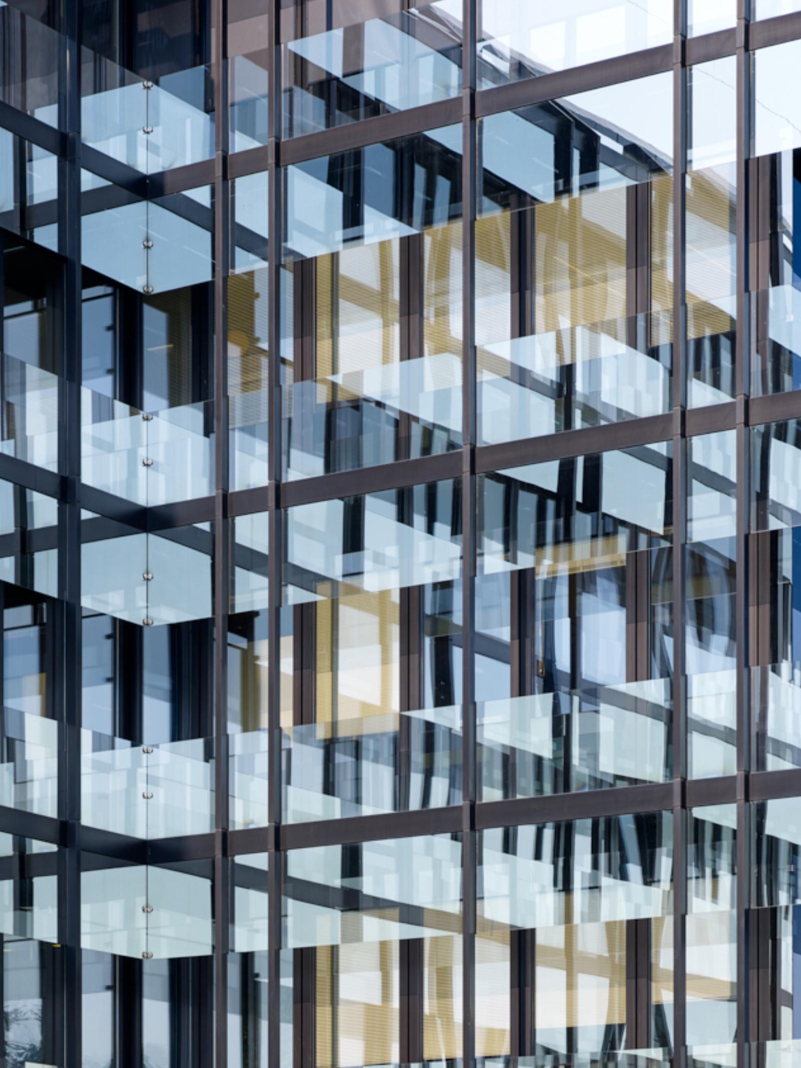 Spiegelung des Hauptgebäudes