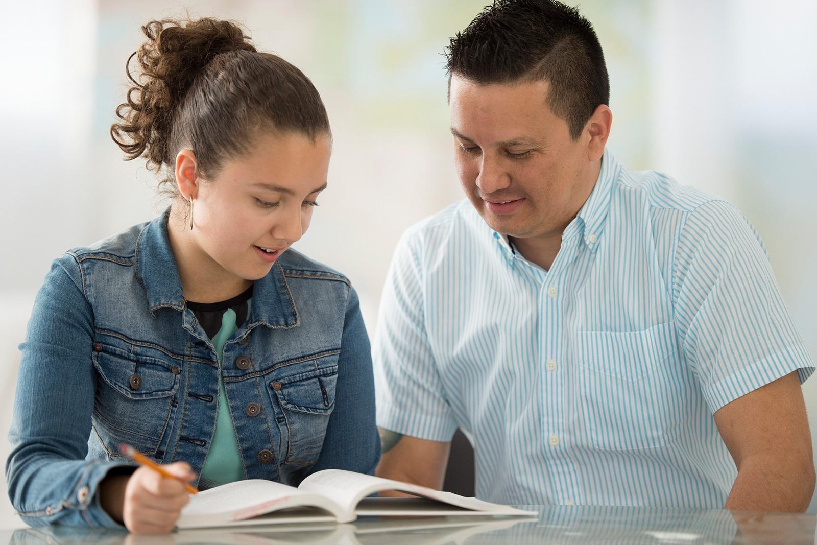 Eltern sind die wichtigsten Ansprechpersonen für Jugendliche von der Schule zum Beruf