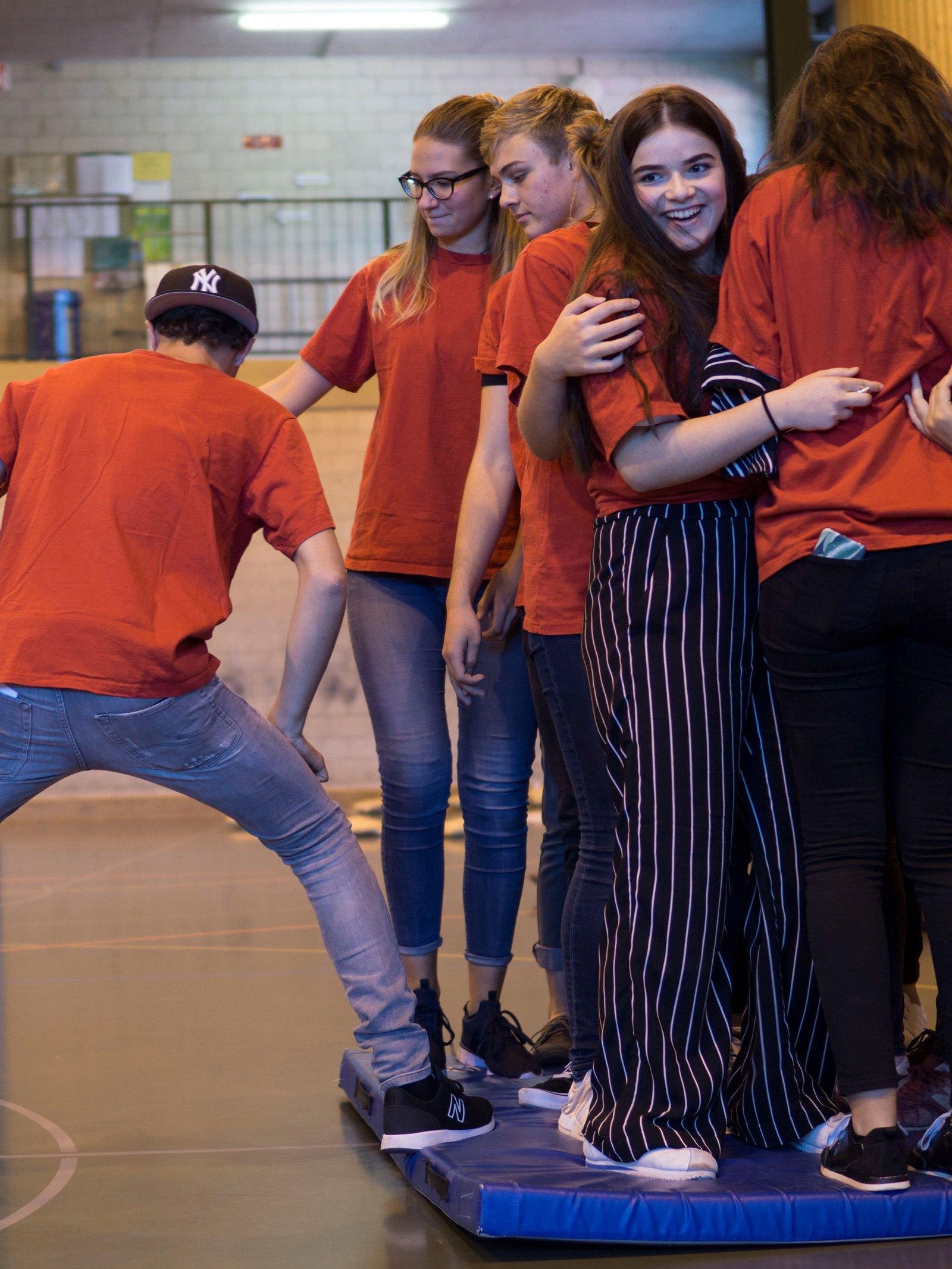 step into action: Jugendliche nehmen die Zukunft in die Hand