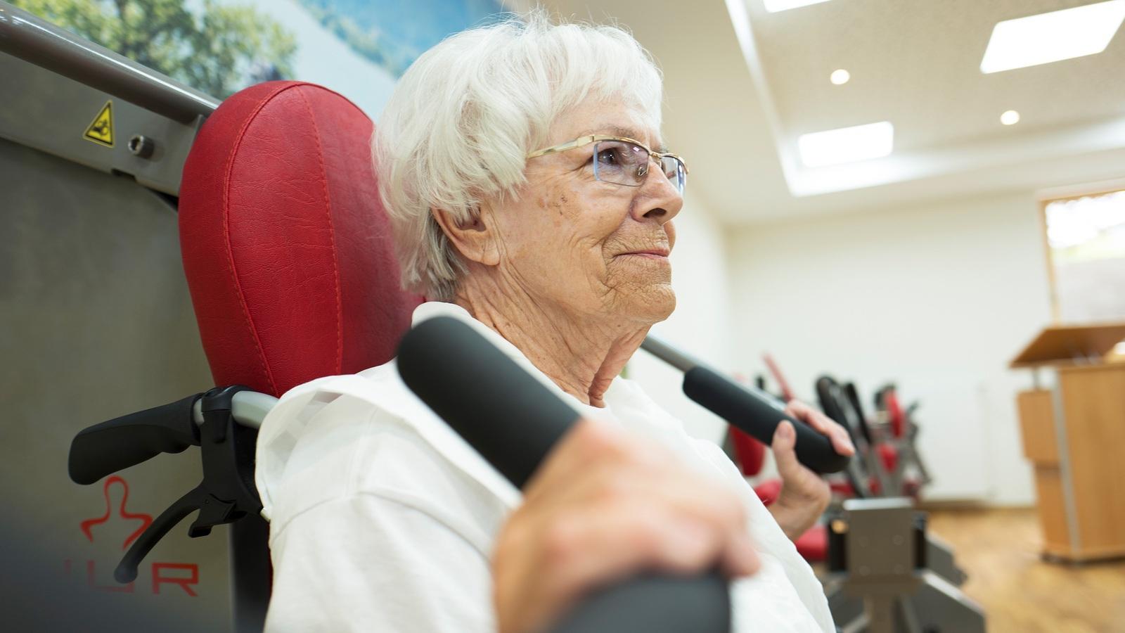 Auch ältere Menschen profitieren gesundheitlich von Krafttraining