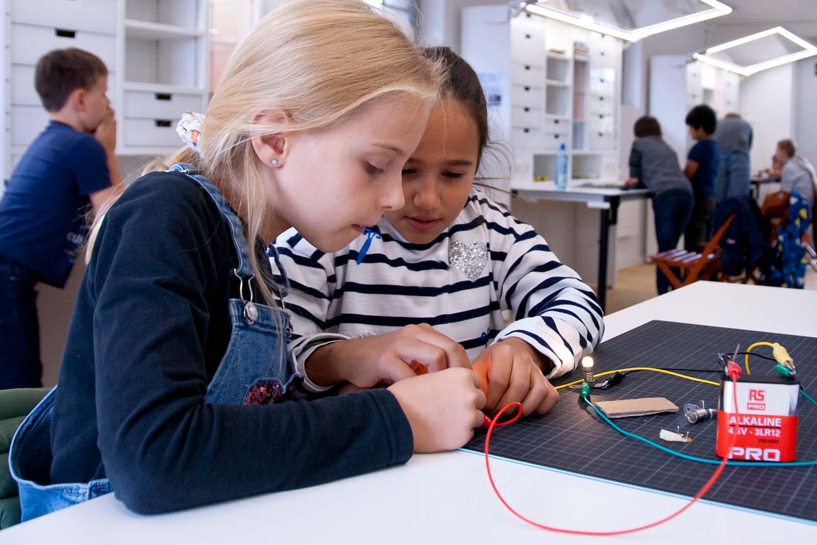 Projekt Startbahn 29: Das Phänomen Strom erforschen